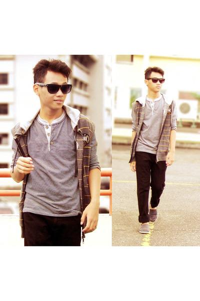 navy shoes - camel jacket - heather gray t-shirt