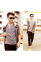 navy shoes - camel jacket - heather gray t-shirt