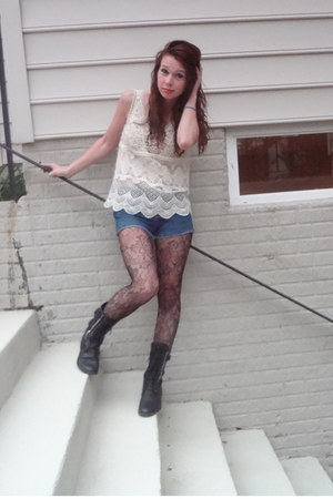 off white crochet tank American Eagle shirt - black combat boots boots