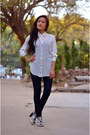 Navy-jeans-white-shirt-black-heels-tawny-wooden-rounded-earrings
