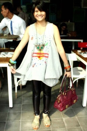 top - leggings - Vincci shoes - Marc Jacobs purse - accessories