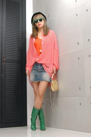 dark green boots - carrot orange blouse