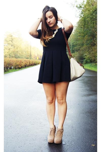 black Zara dress - beige Zara bag - off white Glitter necklace
