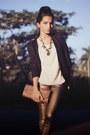 Gold-scaramuggio-multimarcas-necklace-black-arezzo-shoes