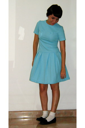 sky blue vintage unknown brand dress - black unknown brand shoes