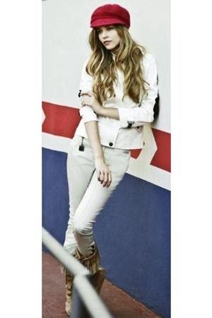 in a market hat - Zara blazer - Levis jeans - Minnetonka boots