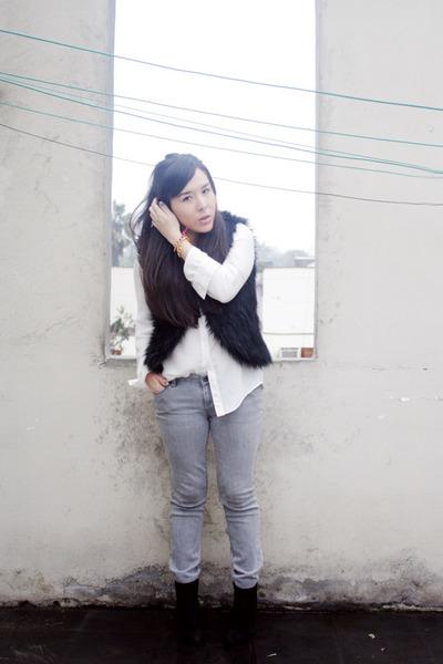 faux fur BLANCO vest - axxs boots - Bullhead jeans