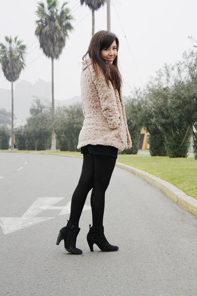 BLANCO coat - axxs boots - Caffarena tights - Xiomi shorts - Marquis top