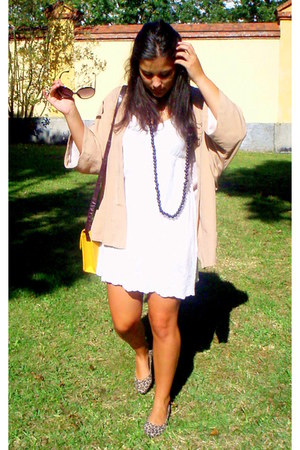 white mercadillo hippie dress - yellow Primark bag