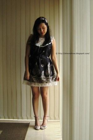 lace trim Sunny Girl dress - diamente Vincci heels
