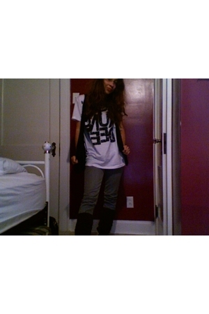 Forever21 shirt - Forever21 vest - Guess jeans - Bonanza boots