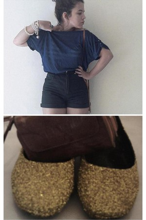 gold shoes - burnt orange bag - black shorts - navy top