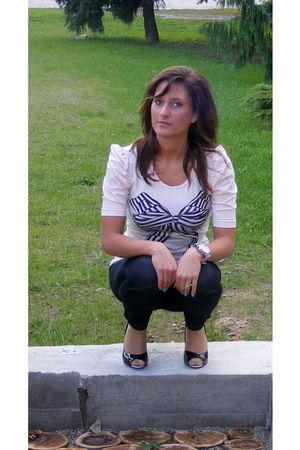 beige blouse - black shoes
