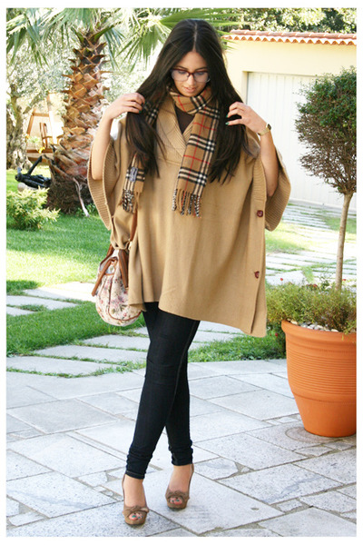 beige Burberry scarf - beige Zendra shoes - beige H&M coat - blue BLANCO jeans