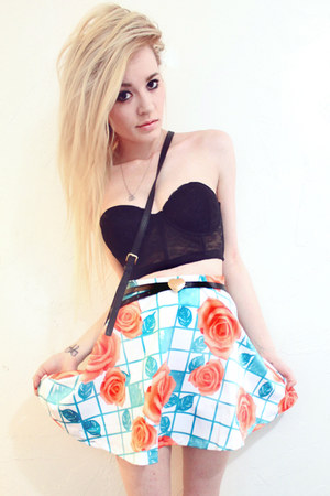 rose print romwe skirt - Forever 21 belt