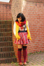 Yellow-varsity-1982-jacket-carrot-orange-infinity-diy-scarf