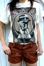 The-watchmen-t-shirt-boots-shorts