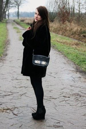 black vintage coat - vintage mosshino bag