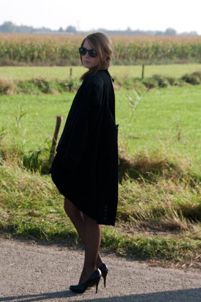 black vintage blazer - black H&M blouse - black van haren heels