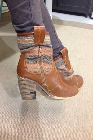 pink textile shoes