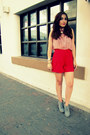 Red-asos-shorts-light-pink-asos-shirt-charcoal-gray-old-navy-wedges