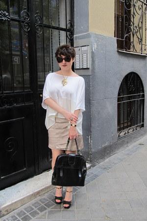 white square H&M shirt - black leather Comptoir de Cotonniers bag - Tom Ford sun