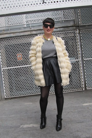 asos skirt - Zara boots - asos coat - H&amp;M jumper - Nelly necklace