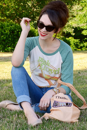 green t-shirt - sky blue 535 Levis jeans