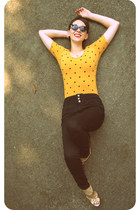 mustard polka dot Louche top - black high-waisted Mudd jeans