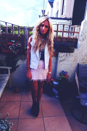 pink feather Topshop skirt - cutoff vintage shirt - Topshop vest