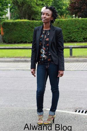 heels - jeans - blazer - blouse