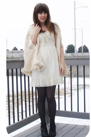 ivory vintage dress - black Express tights - ivory vintage cape - black lace up