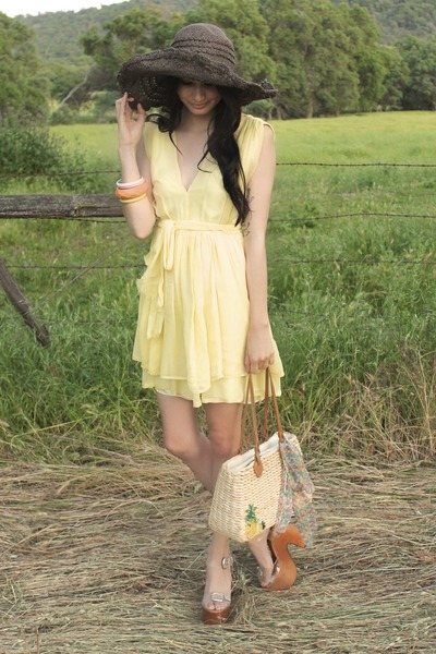 light yellow Alyssa Nicole dress - brown floppy hat Urban Outfitters hat