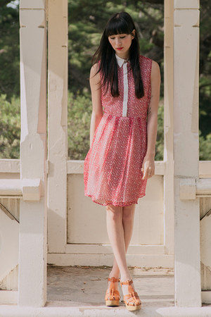 red Alyssa Nicole dress - tawny madewell wedges
