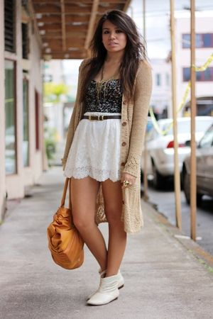 black bustier American Rag top - beige Urban Outfitters boots