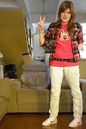 red t-shirt - Vans shirt - Guess pants