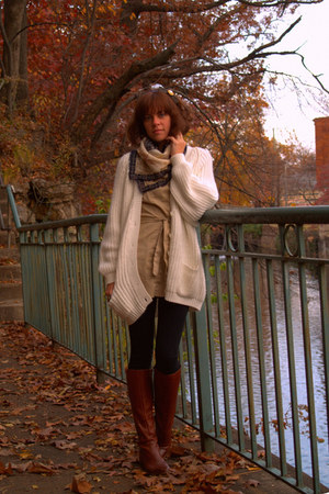 vintage sweater - vintage blouse - vintage boots - Walmart leggings - vintage sc