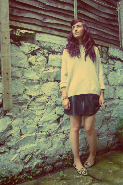 black leather vintage skirt - eggshell Gap jumper - brown leopard Zara loafers