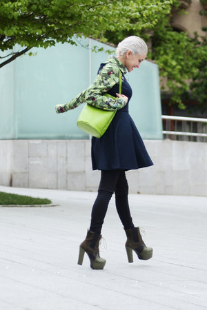 chartreuse vintage bag - black AX Paris dress