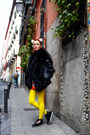 Black-thrifted-vintage-jacket-yellow-we-love-colors-tights