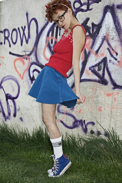 red vintage blouse - blue American Apparel skirt - navy Converse sneakers