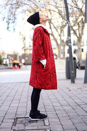red kling coat - black nowIStyle dress - black Shana sneakers