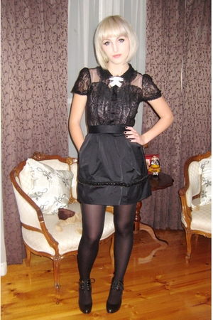black Alannah Hill blouse - black Zoe Wittner shoes - black tights
