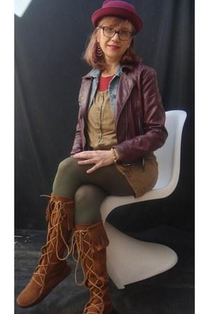 maroon hat - Minnetonka boots - olive tights
