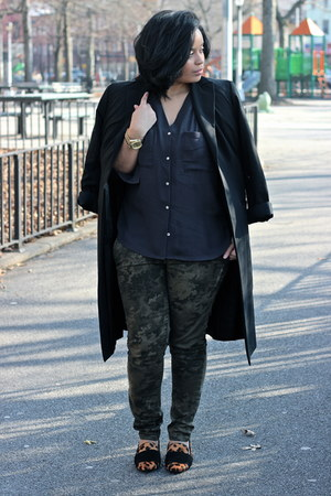 black H&M Trend blouse - army green camo Zara pants