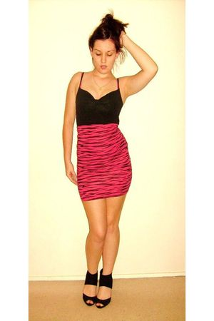 pink supre skirt - black Newlook shoes
