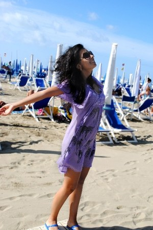 light purple idontremember dress - crimson Armanda sunglasses