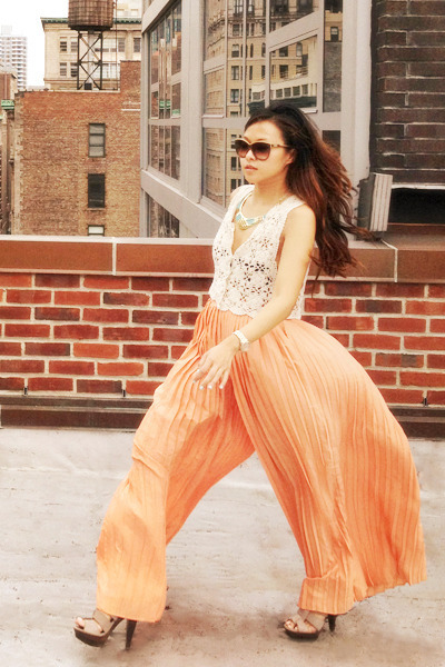 peach Urban Outfitters pants - cat eye Chloe sunglasses