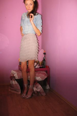 beige CCC shoes - blue H&M shirt - beige reserved skirt