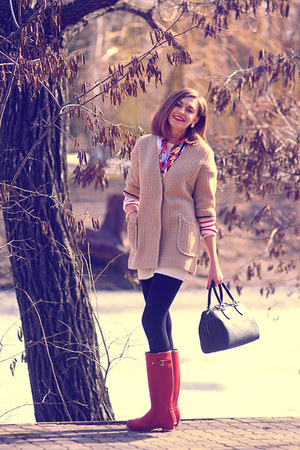red Hunter boots - white asos dress - tan Tozz coat - black Gaude bag